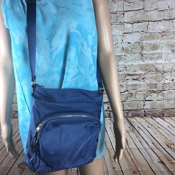 7cb62f6306 TUMI Voyageur CAPRI CROSSBODY BAG-CADET BLUE-EUC. M 5ac93e7afcdc311e0ae65683